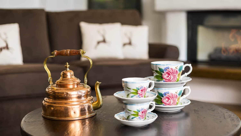 sonnenalp-details-teacups-detail-uhd_28771851302_room
